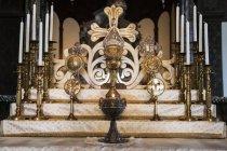 Armeno croce e candela titolari — Foto stock