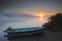 Sun rises through fog over Kvichak River — Stock Photo