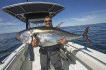 Синяя тунец плавник пойман у побережья Атлантики; Массачусетс, Соединенные Штаты Америки — стоковое фото
