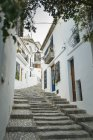 Passos na rua inclinada — Fotografia de Stock