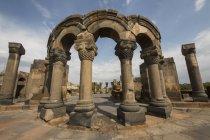 Archi e colonne ricostruiti — Foto stock
