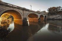 Ponticello sopra il fiume; Roma — Foto stock