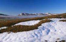 Nevoeiro gelado remanescentes em fundos de vale — Fotografia de Stock