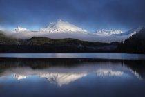 Auke lago em uma manhã de outono — Fotografia de Stock