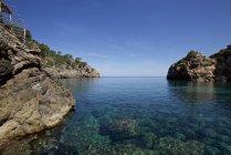 Água cristalina e café de praia — Fotografia de Stock
