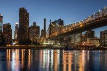 Ponte Queensboro e skyline di Manhattan — Foto stock