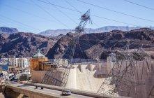 Construcción de las líneas eléctricas - foto de stock