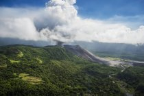 Vue aérienne du volcan Yasure — Photo de stock