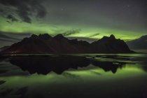 Aurora Boreal sobre Vestrahorn — Fotografia de Stock