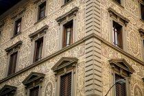 Palácio com fachada ornamentada — Fotografia de Stock