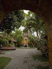 Шляхи через храм дворик — стокове фото