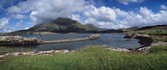 Спокойное озеро живописной; Ирландия — стоковое фото