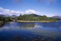 Озеро Glendollagh; Co Голуэй — стоковое фото