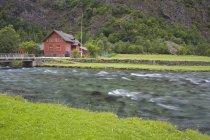Школа Флама, Согнеборден, Западные фьорды, Норвегия, Скандинавия — стоковое фото
