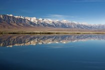 Оуэнс озеро в горы Сьерра-Невада — стоковое фото