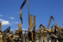 Remnants of burnt down building under blue sky — Stock Photo
