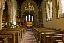 Interior da igreja com o windows — Fotografia de Stock