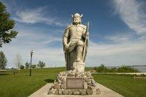 Statua vichinga sul campo — Foto stock