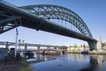 Tyne Bridge sul fiume — Foto stock
