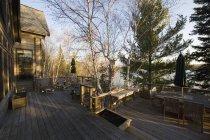Фасадні патіо в лісі, Онтаріо, Канада — стокове фото