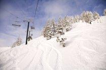 Teleférico na estância de esqui de montanha de cristal — Fotografia de Stock