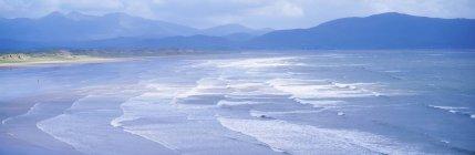Вид на пейзаж дюйма пляж — стоковое фото