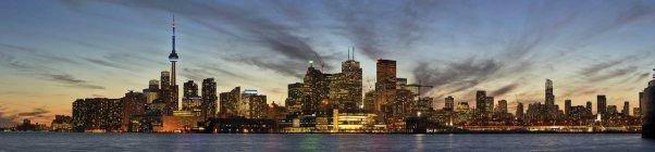 Skyline von Toronto bei Sonnenuntergang; toronto, ontario, canada — Stockfoto