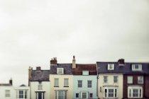 Case di fila in vari colori; Inghilterra — Foto stock