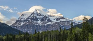 Mount Robson, Mount Robson Provincial Park; British Columbia, Canada — Stock Photo