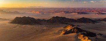 Аэрофотоснимок песчаные дюны пустыни Намиб на рассвете; Sossusvlei, Хардап региона, Намибия — стоковое фото