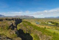 Olhando do outro lado da divisória continental Thingvellir; Islândia — Fotografia de Stock