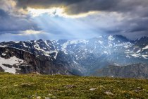 View from the Beartooth Highway of the Beartooth Mountains and the sun rays breaking through the clouds; Cody, Wyoming, United States of America — Stock Photo