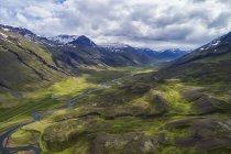 Пташиного польоту надійний краєвид півночі Ісландії; Ісландія — стокове фото
