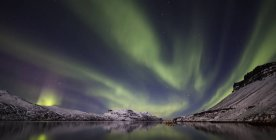 Aurora Borealis, ou aurores boréales ; Djupavik, fjords de l'Ouest, Islande — Photo de stock