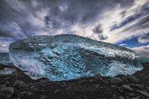 Blue ice on the shore of Jokulsarlon, South coast; Iceland — Stock Photo