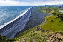 Die Aussicht von der Spitze der touristischen Suche bei Dyrhólaey nahe Vik, Southern Island — Stockfoto