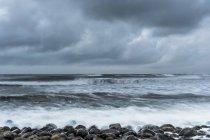 Бурхлива погода викликає неспокійних Тихого океану, Приморський, Сполучені Штати Америки — стокове фото