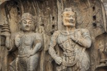 Le Grotte Longmen, alcuni dei migliori esempi di arte buddista cinese, ospitano decine di migliaia di statue di Buddha e dei suoi discepoli; Luoyang, provincia dello Henan, Cina — Foto stock