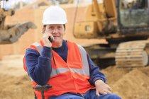 Будівельний інженер з пошкодженням спинного мозку на радіо оператору обладнання — стокове фото