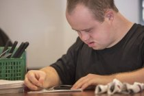 Caucasian man with Down Syndrome working in restaurant — Stock Photo