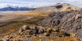 Vue panoramique sur le paysage majestueux du parc national et réserve de parc national Katmai ; Alaska, États-Unis d'Amérique — Photo de stock