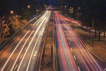 Storrow Drive mit Autolicht im Morgengrauen in Boston, massachusetts, USA — Stockfoto
