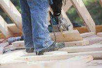 Carpenter using a circular saw, cropped image — Stock Photo