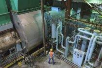 Инженер по выхлопным газам и конденсации газотурбинных электростанций — стоковое фото
