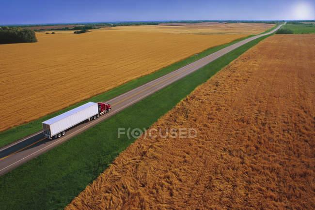 Camião semi-reboque — Fotografia de Stock