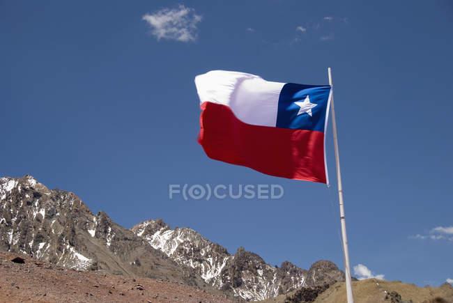 Флаг Чили на пике — стоковое фото