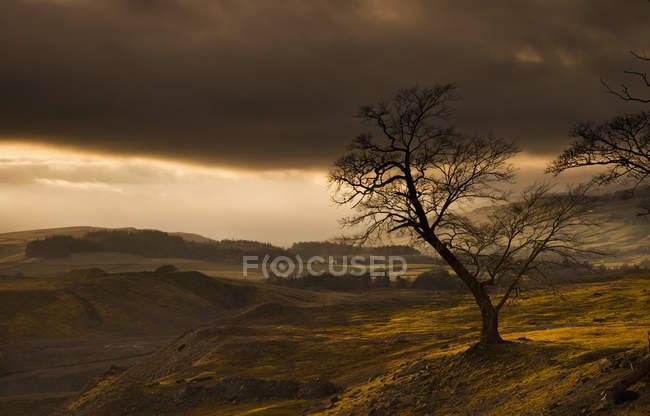 Storm clouds over hilly landscape — Stock Photo