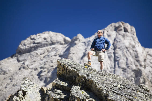 Male standing on top of rock — Stock Photo