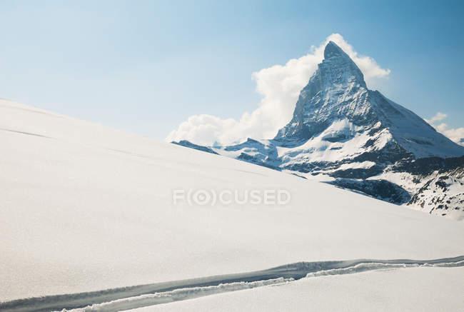 Вид на Маттерхорн от снега покрыты плато — стоковое фото