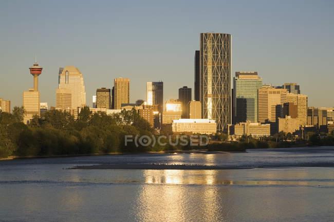 Calgary cityscape along river — Stock Photo